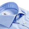 Lichtblauw strijkvrij klein dessin katoenen overhemd.