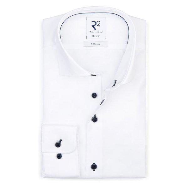 R2 Bügelfreies weißes Baumwollhemd.