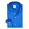 Kobalt blauw garment-dyed katoenen overhemd.
