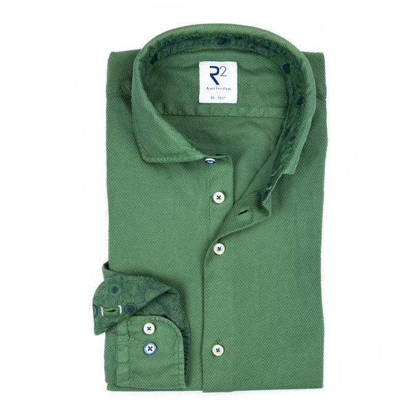 R2 Grünes garment-dyed Baumwollhemd.