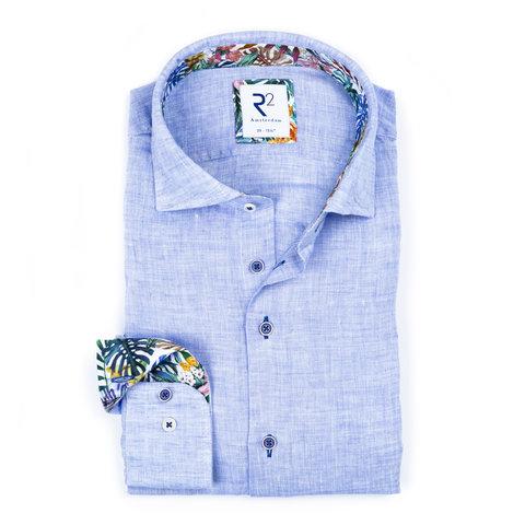 Lichtblauw linnen overhemd.