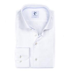 R2 Weißes bügelfreies Baumwollhemd.