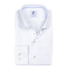 R2 White non-iron cotton shirt.