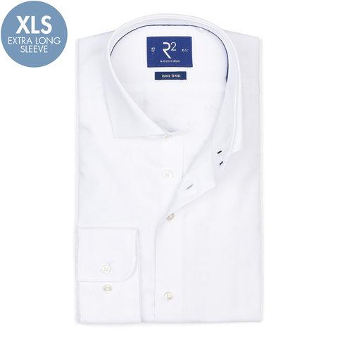 Extra lange Ärmel. Weißes bügelfreies Baumwollhemd.