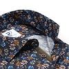 Extra lange Ärmel. Baumwollhemd mit Blumendruck.