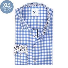 Extra lange Ärmel. Blau kariertes Oxford Baumwollhemd.