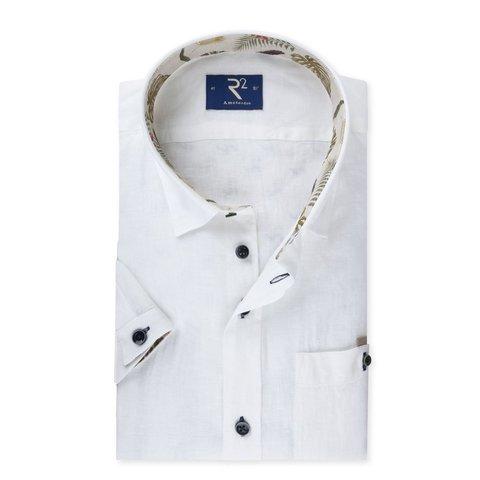 Wit linnen korte mouw hemd met tropisch contrast.