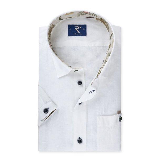 R2 Wit linnen korte mouw hemd met tropisch contrast.