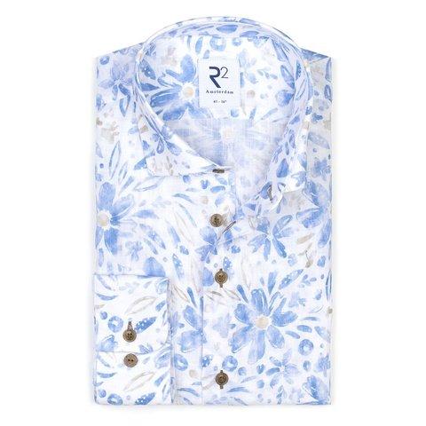 Blaues Leinenhemd mit Blumendruck.