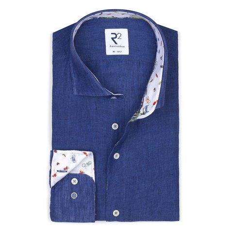 Blauw linnen overhemd.