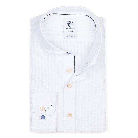 Weißes Seersucker Baumwollhemd.