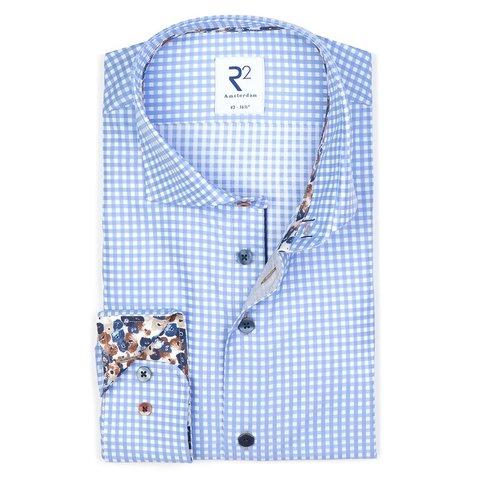 Lichtblauw geruit katoenen overhemd.