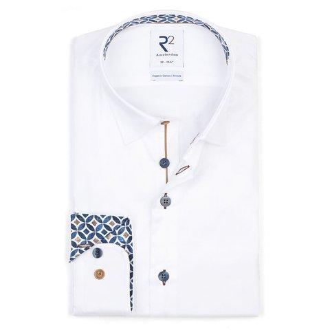 Weißes Baumwollhemd.