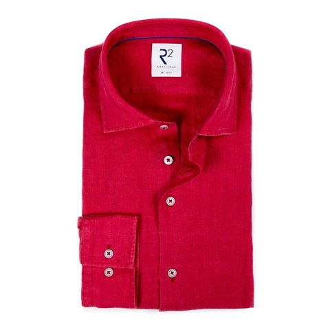 Rotes Leinenhemd.