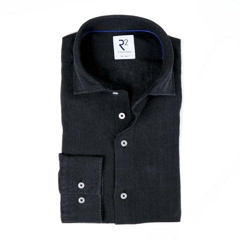 Schwarzes Leinenhemd.