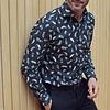 Baumwollhemd mit schwarzem Federprint.
