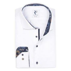 R2 Weißes einfarbiges Baumwollhemd.