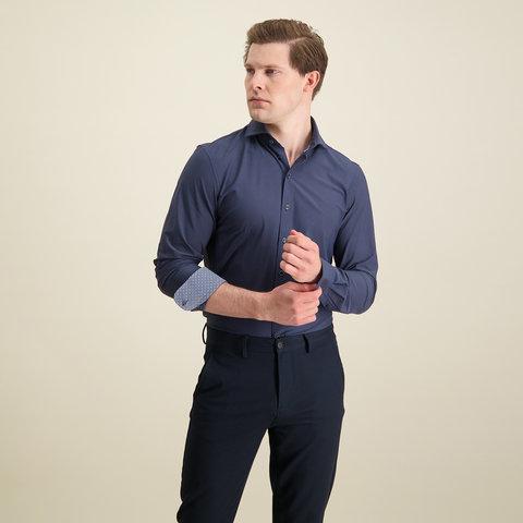 Donkerblauw 4-way stretch overhemd.