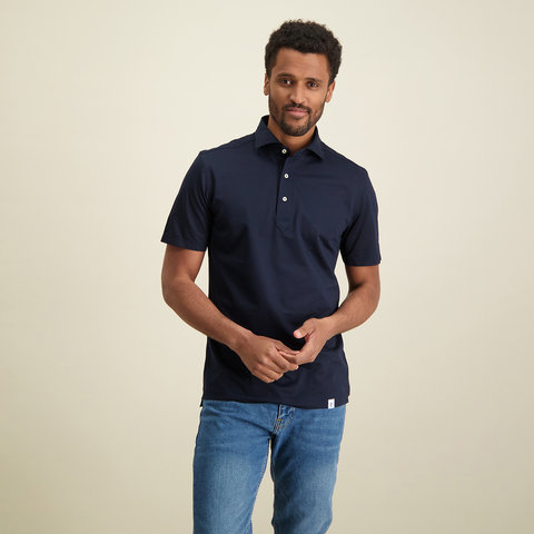Navy blauw piqué shirtpolo.