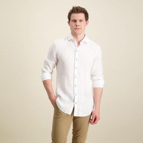 Weißes Leinenhemd.