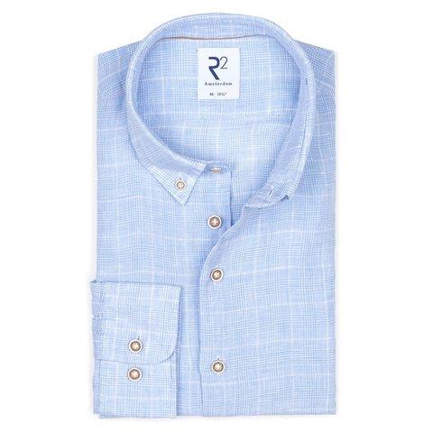 Lichtblauw geruit linnen overhemd.