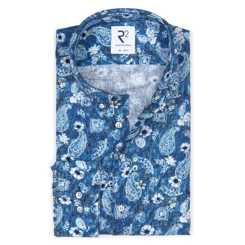 Blaues geblümtes Leinenhemd.