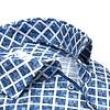 Plus Size. Weiß-blaues Baumwollhemd mit grafischer print.