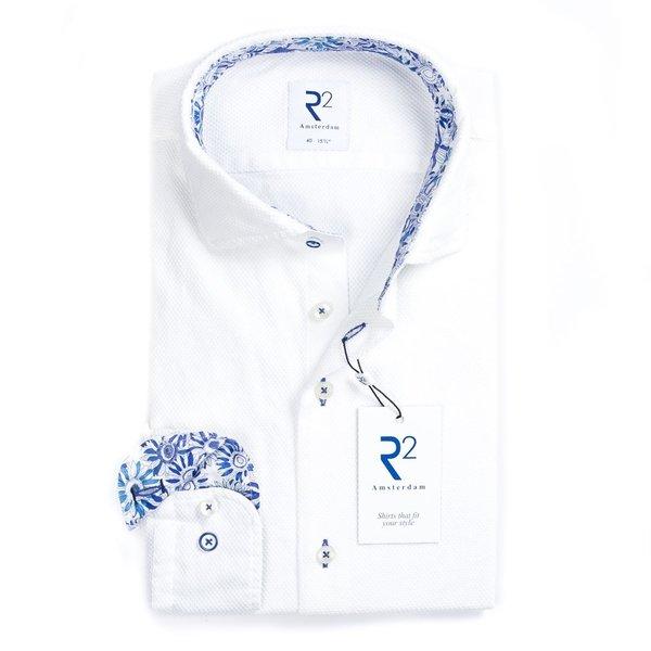 R2 Weißes garment-dyed Baumwollhemd.
