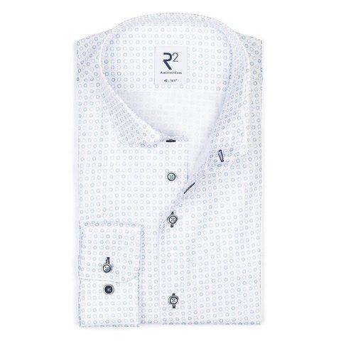 Weiß mit blauen Kreisen bedrucktes Baumwollhemd.