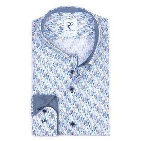 R2 Baumwollhemd mit blauer grafischer print. Organic Baumwolle.