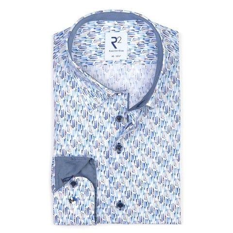 Baumwollhemd mit blauer grafischer print. Organic Baumwolle.