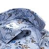 Baumwollhemd flanel mit blauem Blumenprint.