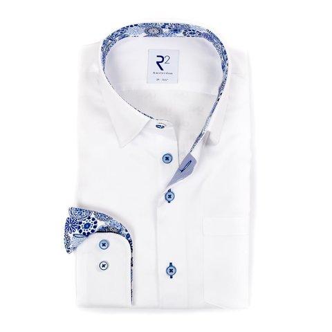 Wit effen katoenen overhemd met borstzak.