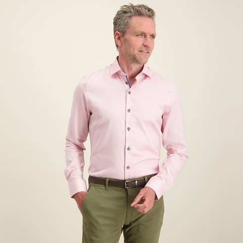 Roze dobby katoenen overhemd.