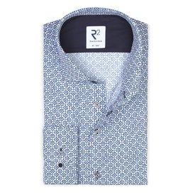 R2 Weißes Baumwollhemd mit blauem Blütendruck.