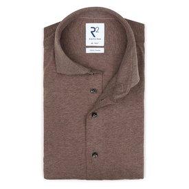 R2 Braunes Single-Jersey-Strickhemd aus Baumwolle.