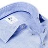 Licht blauw linnen overhemd.