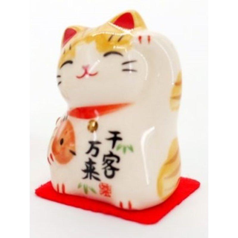 Maneki Neko Japanese lucky cat for many customers