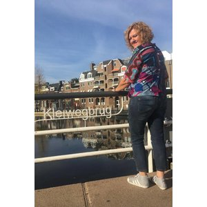 Knotted blouse Lashibi met patchwork van Afrikaanse prints