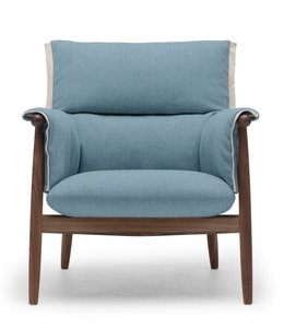 Carl Hansen & Søn E015 Embrace Lounge  Chair