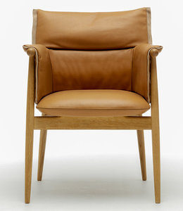 Carl Hansen & Søn E005 Embrace Chair
