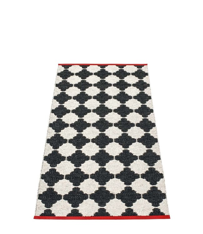 Pappelina Rug Marre black, red edge