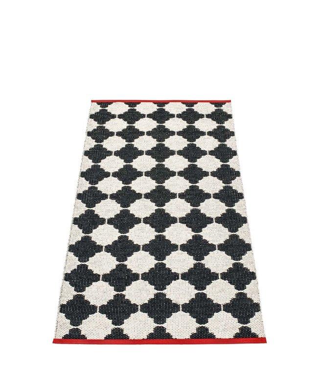 Pappelina Vloerkleed Marre zwart, rode rand
