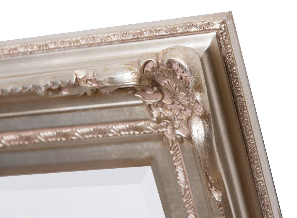 Nice - Attraktiver Spiegel mit silbernen Barockrahmen