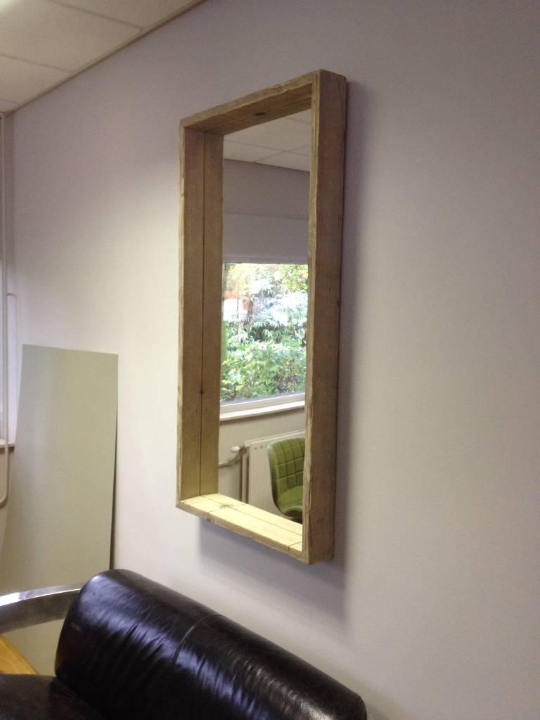 Spiegel mit Schattenfugenrahmen