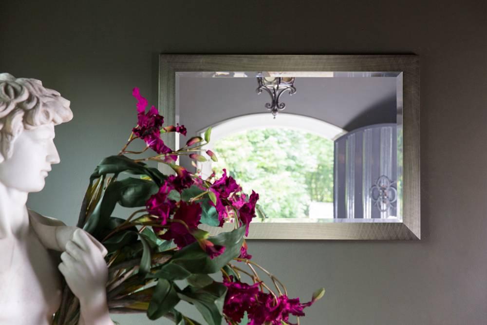 Spiegel mit  Rahmen im Edelstahl-Look