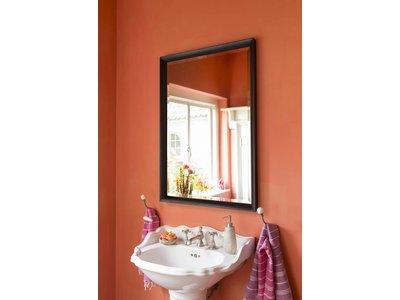 Spiegel mit schwarzem Holzrahmen
