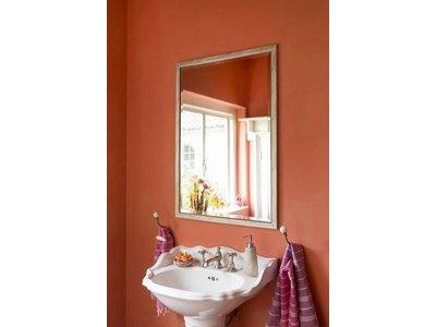 Spiegel mit schmalem Rahmen