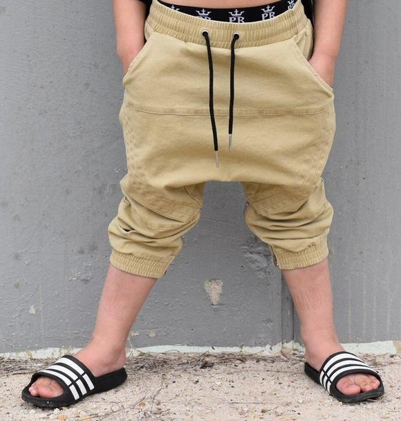 Young Blood Apparel 3/4 CHINO - TAN