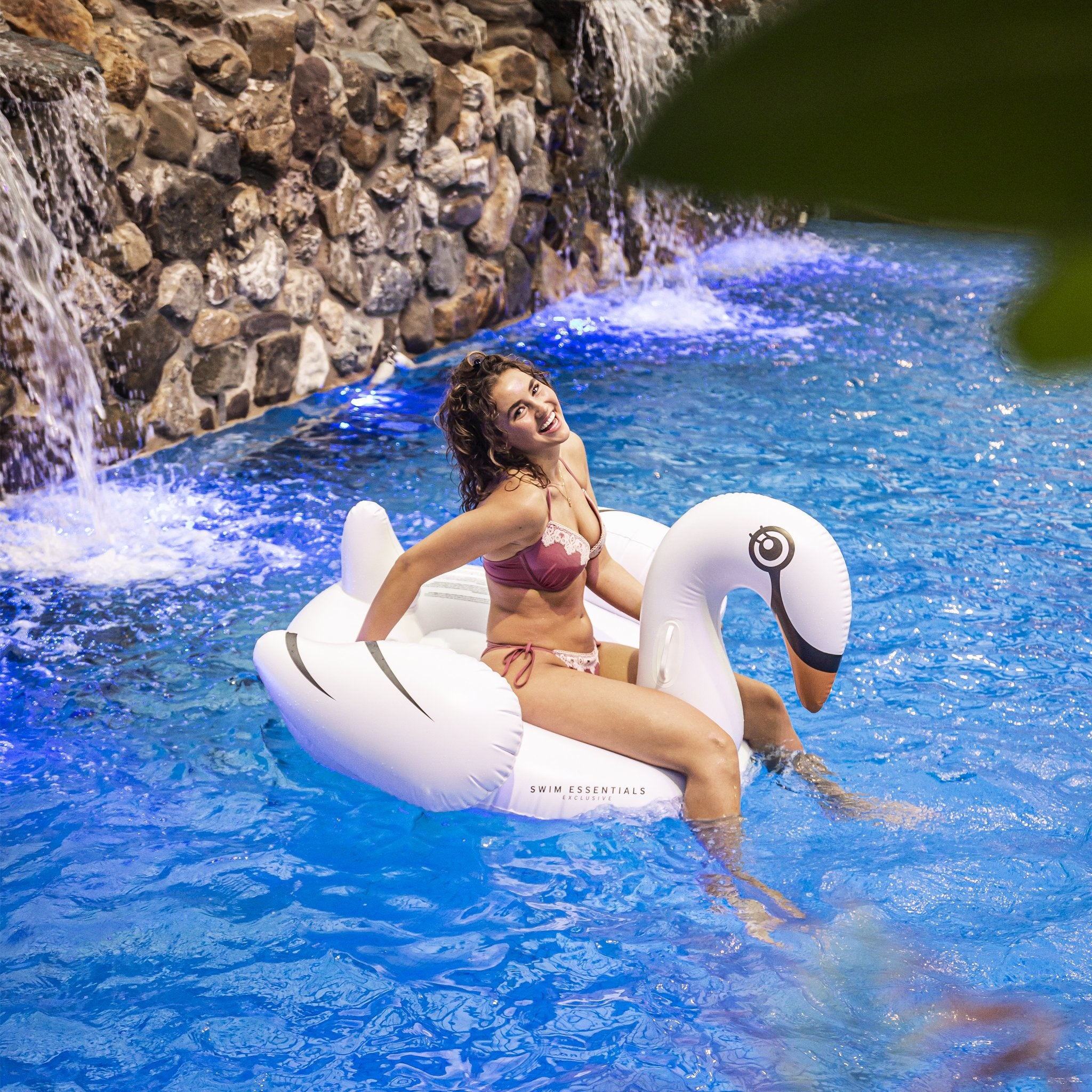 Swim Essentials ZWAAN LUCHTBED 160 cm | OPBLAASBARE ZWAAN | ZWEMBAD SPEELGOED